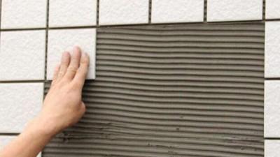 为什么贴瓷砖要使用瓷砖背胶?
